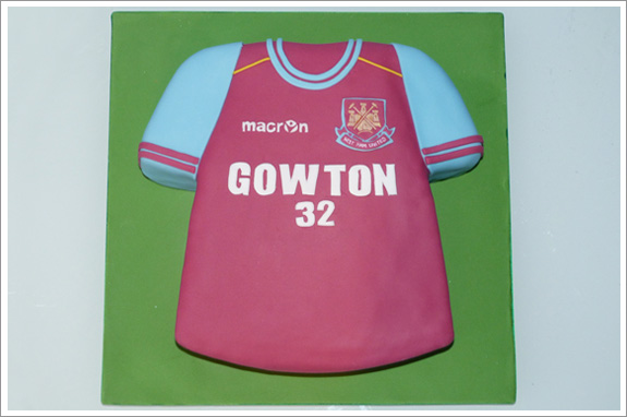 West ham football shirt cake cakes by lynz for Football t shirt cake template