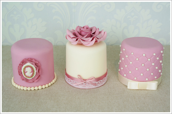 Vintage Cupcakes And Mini Cakes Cakes By Lynz