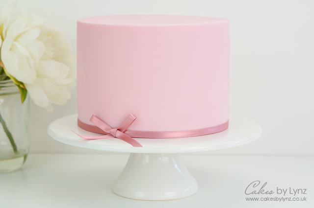 Covering a Cake with fondant icing
