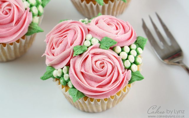 Mini rose flower cupcakes