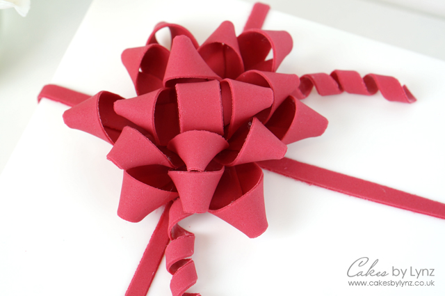 Gumpaste present gift bow tutorial cakes by lynz present bow gift gumpaste negle Image collections