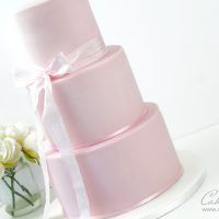 How to stack and dowel a tiered cake