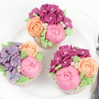 Buttercream Flower cupcakes for mothers daytutorial