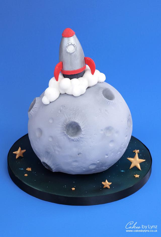 Space Rocket Moon landing cake tutorial