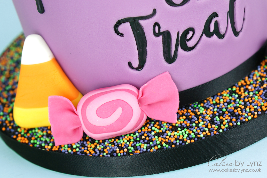 Trick or treat halloween cake