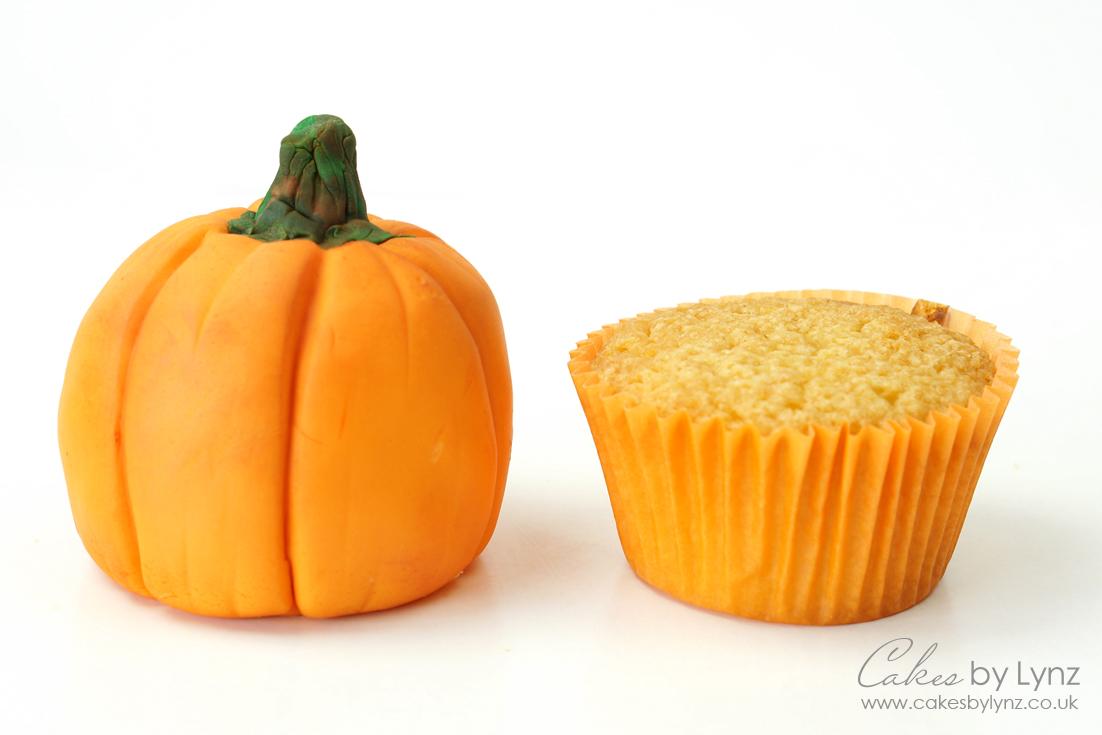 Mini Pumkpkin Cake tutorial using cupcakes