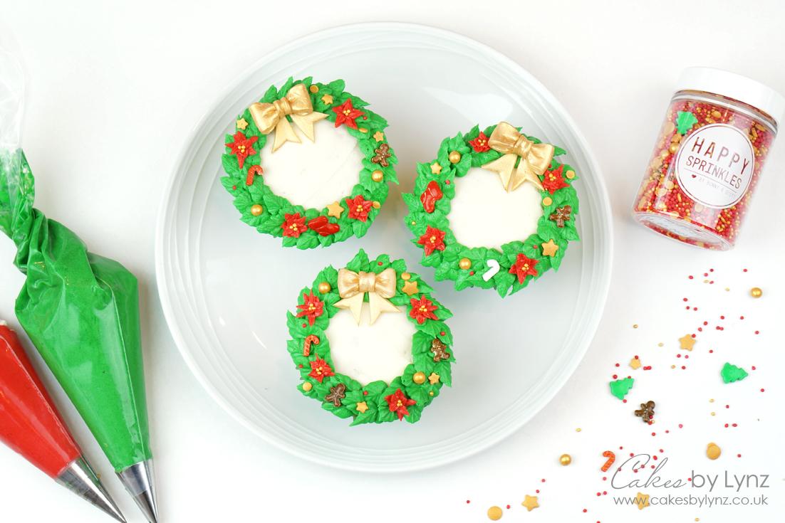 How to pipe Christmas Wreath Cupcake Tutorial