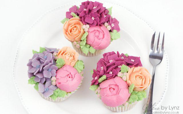 Buttercream Flower cupcakes for mothers daytutorial