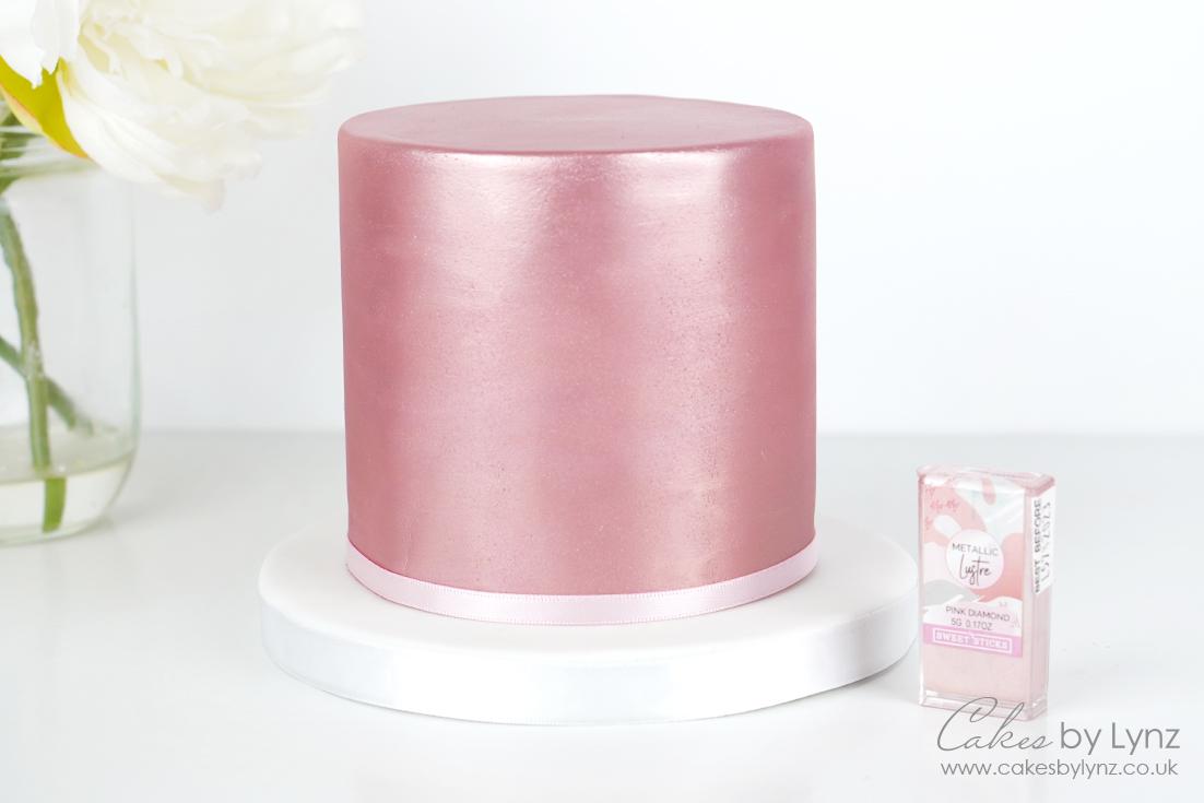 Shimmer & glitter cakes tutorial - lustre dust cake