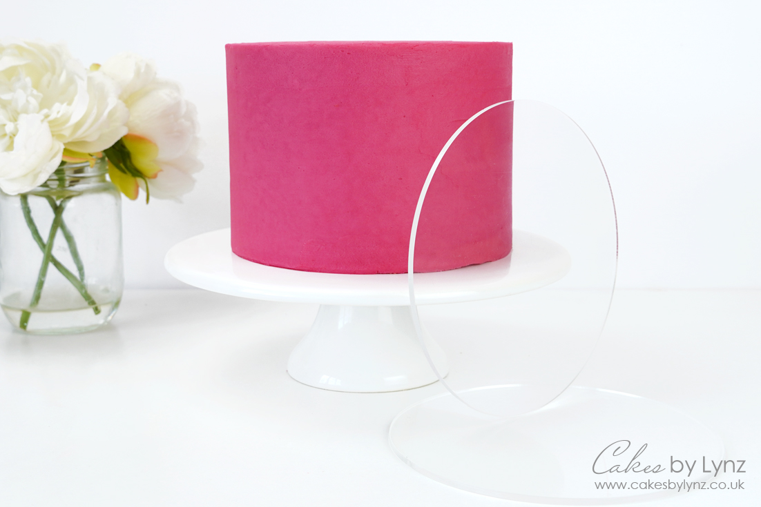 How to use acrylic plates / discs / disks to get smooth sides on your buttercream cakes