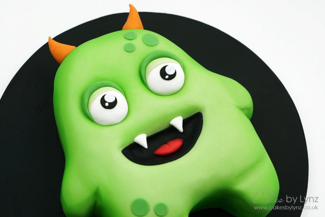 Halloween Monster cake tutorial - using an airbrush